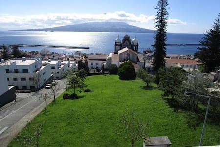 Stunning sea view and large veranda - Орта - Квартира