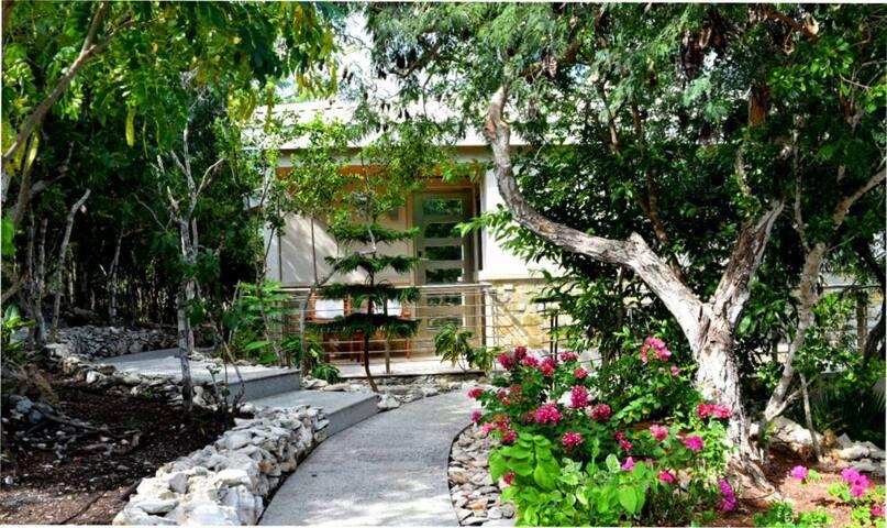 Stylish And Romantic Villa - One On Marlin 1A - Venetian Road Settlement - Villa