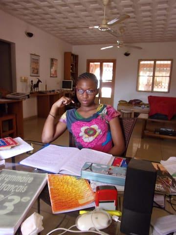 Fadilatou qui vit avec moi: elle a 15ans