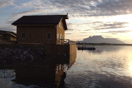 Cabin very close to the sea