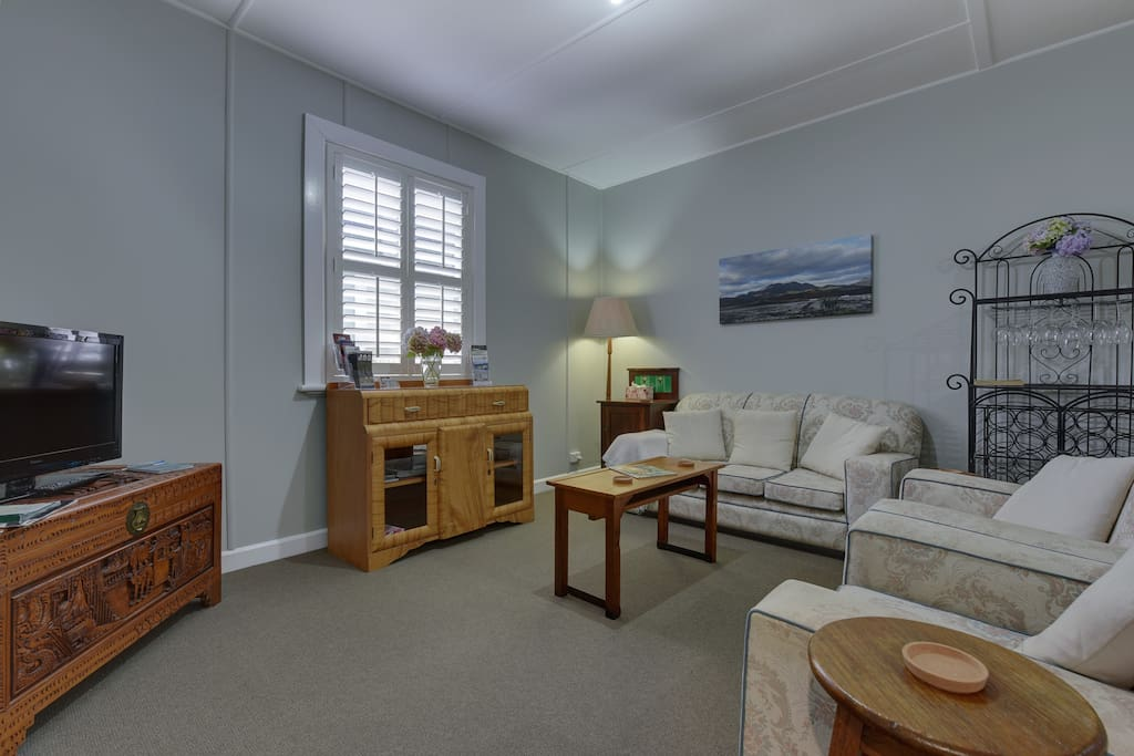 Snowberry Bungalow lounge area