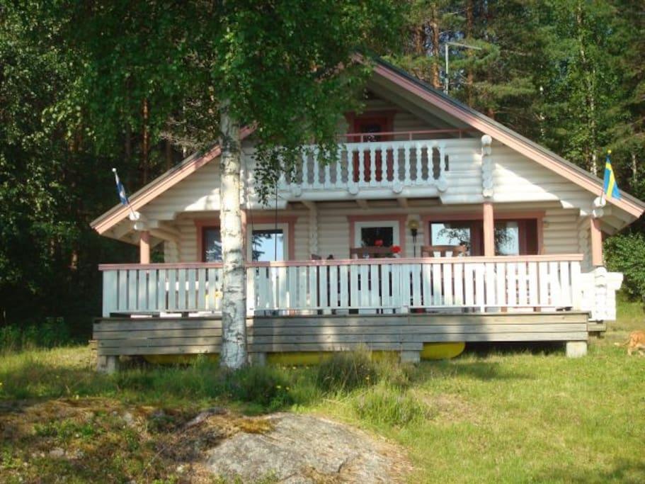 Talon edusta järveltä katsottuna - Cottage  front side