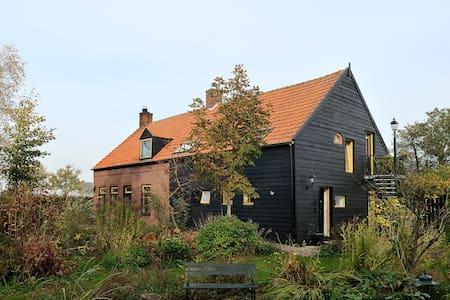 B&B Bovenkamer Berkenpad - Roosendaal - Bed & Breakfast