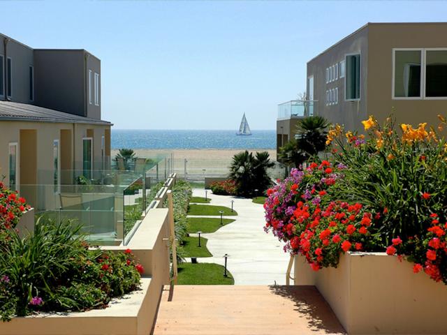 BEACHFRONT RETREAT  - Playa/Marina