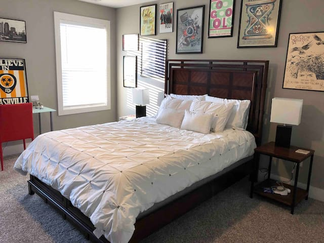 Private room in the heart of East Nashville