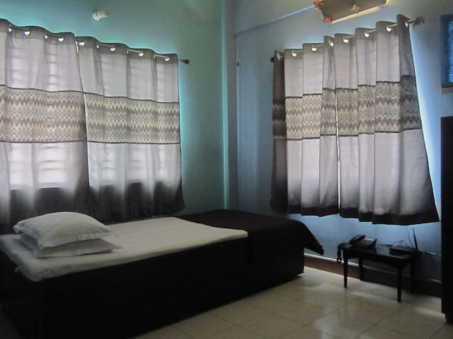 Single B&B with AC, Akankha New Town, Near Airport - New Town - Apartemen