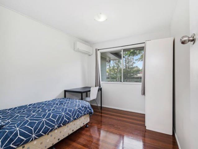 Room on Logan Road - Between Brisbane & Gold Coast
