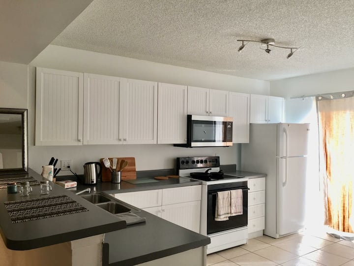 FULL SAIL/UCF AREA - WINTER PARK 2/2 ENTIRE CONDO