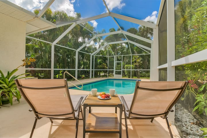 *Private Heated Pool & Beach House*Quiet & Private