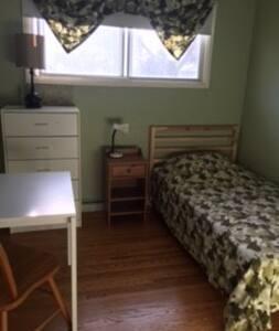 Winnipeg House Close To Stuff-2 (1of2 rooms-CLOSED