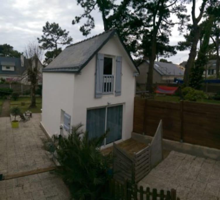 Vue Terrasse privée au premier plan, terrasse commune à l'arrière.