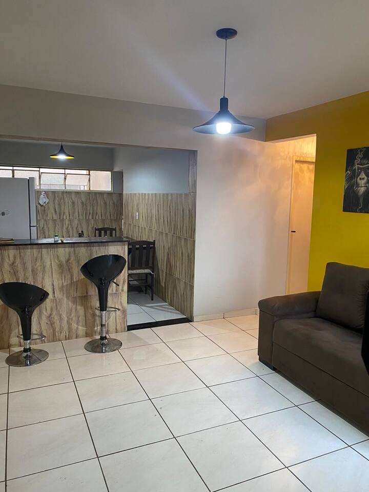 Apartamento inteiro, aconchegante e bem localizado