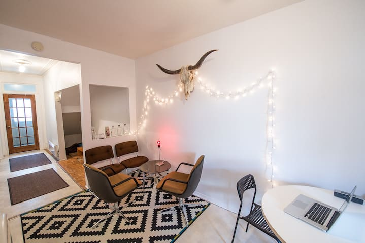 2 bedrooms with private terrace and garden - Montreal - Byt