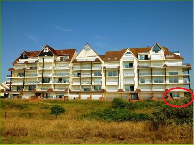 Grand appartement en front de mer appartements louer for Logement neufchatel