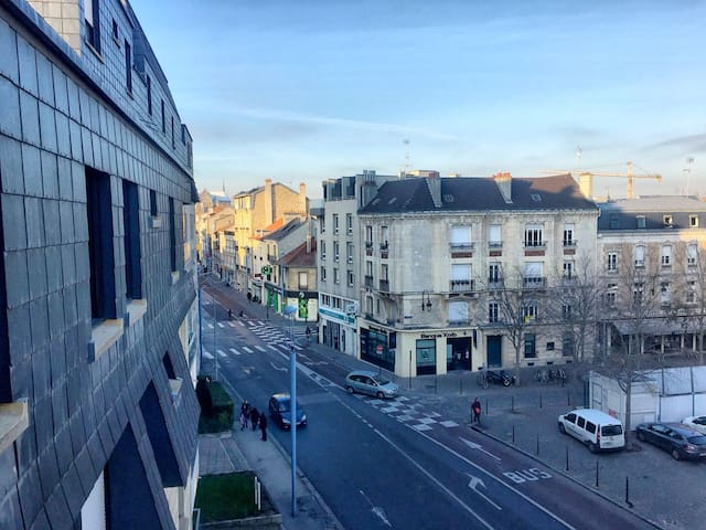 Flat with balcony and garden view - next to ScPo - Reims - Daire