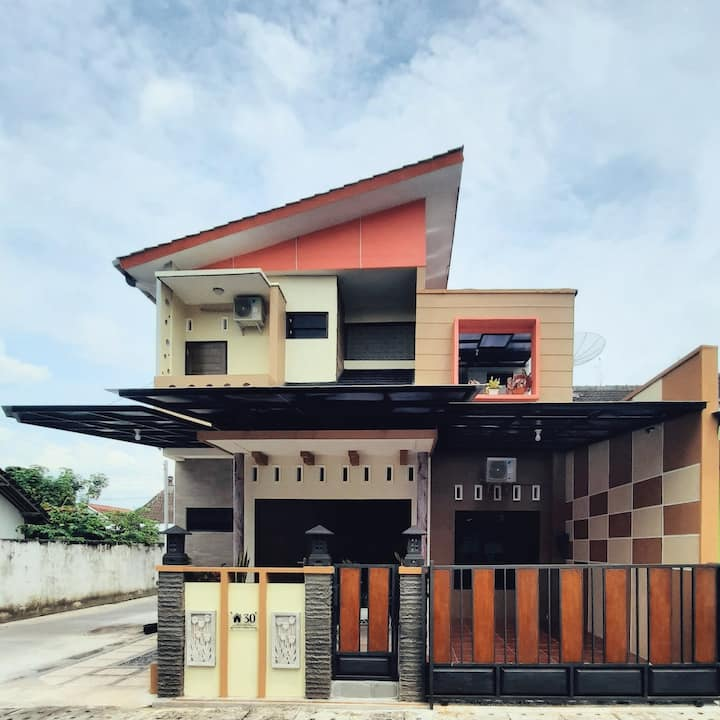 Umah Karet HomeStay Magelang (Dekat AKMIL)