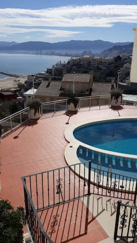 Bonito y tranquilo apartamento frente al mar