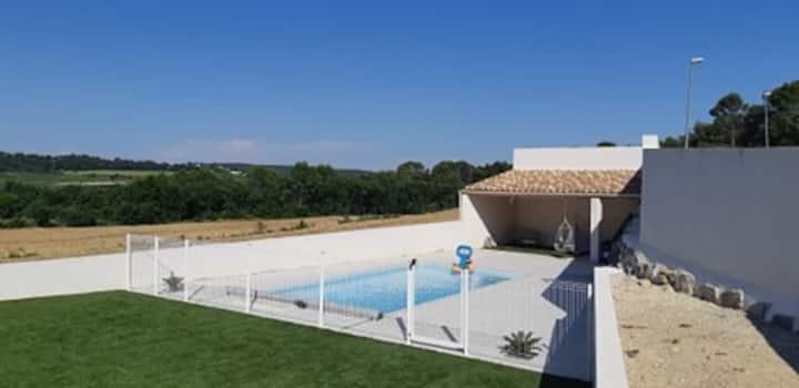 Belle villa avec piscine privative et superbe vue.
