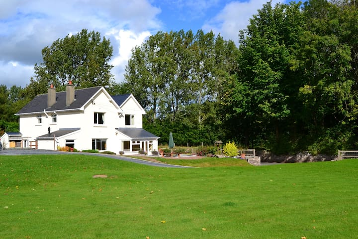 Quiet but Accessible B&B in the countryside - Llanfrynach