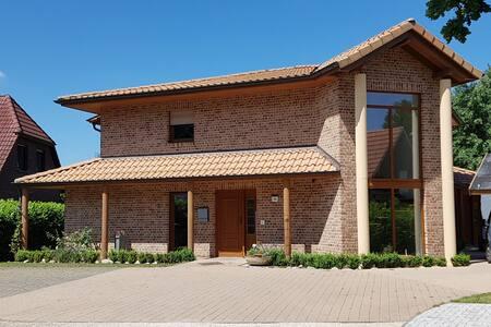 Gästezimmer in mediterraner Villa