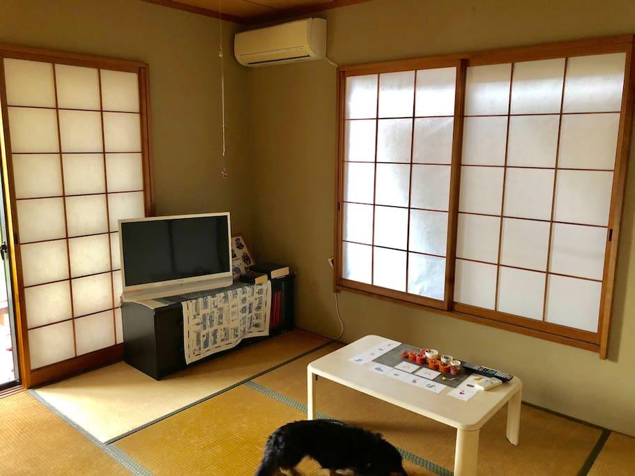 ゲストの部屋は、玄関を入り、左にある和室です。
