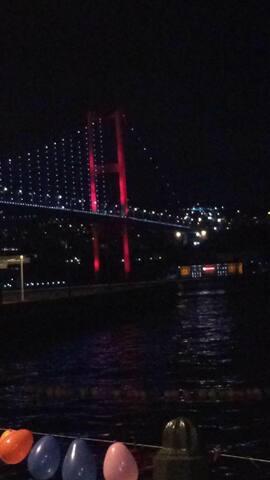Ortaköy'ün merkezinde.