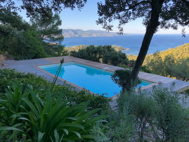 Villa with stunning view over Lavandou Bay