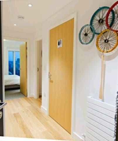 Chic Fun Apartment with bar Canary Wharf Excel O2