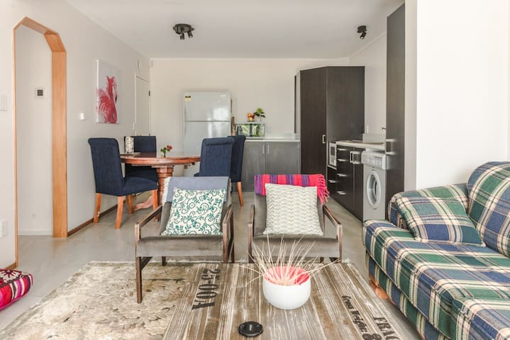 Family-friendly coastal apartment - Cable Bay - Daire