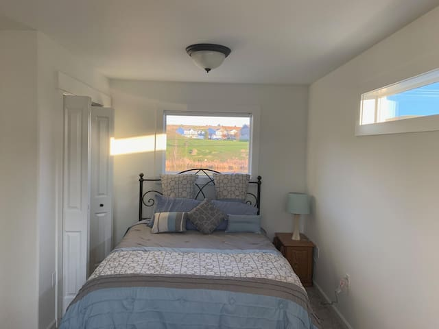 1 BEDROOM IN NEW TOWN HOUSE