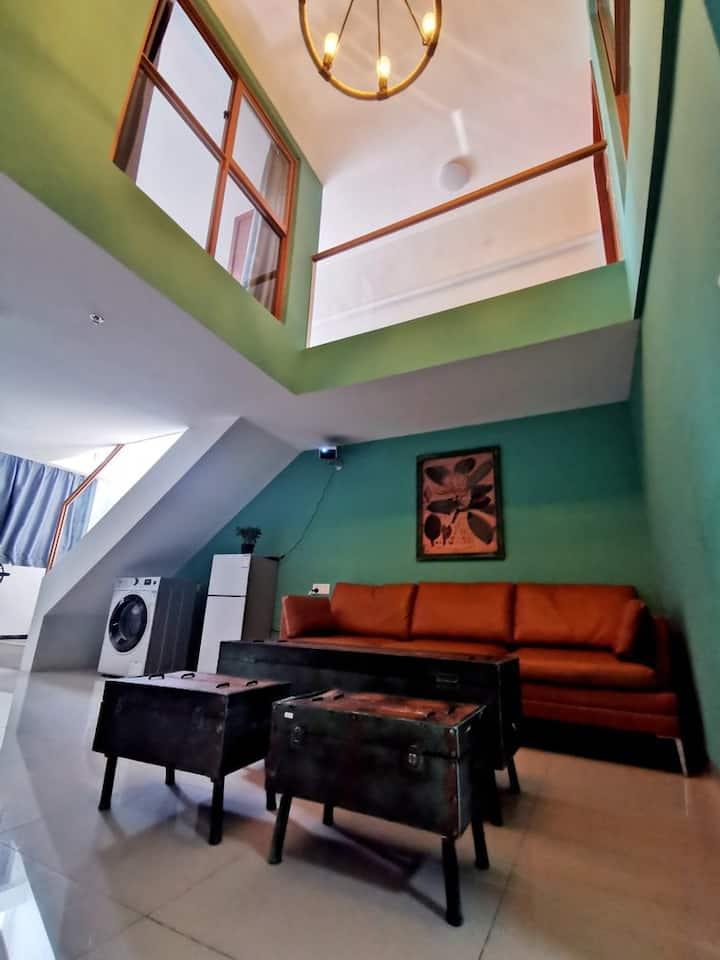 【莫绿】巨屏私人影院主题2室1厅Loft