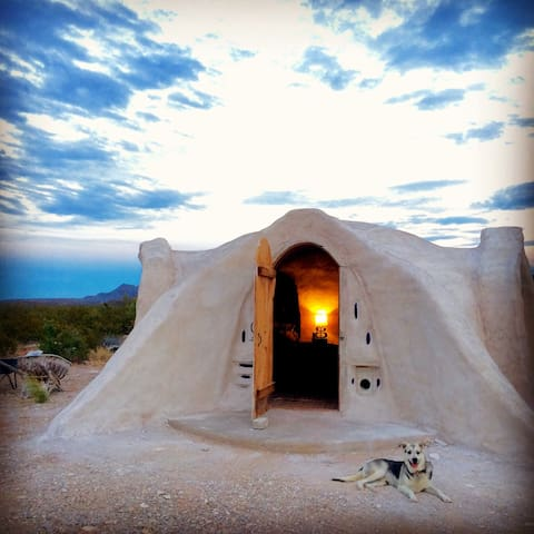 Off-grid Adobe Dome in the Desert - Terlingua