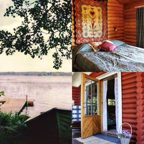 Cabană confortabilă din lemn lângă lac