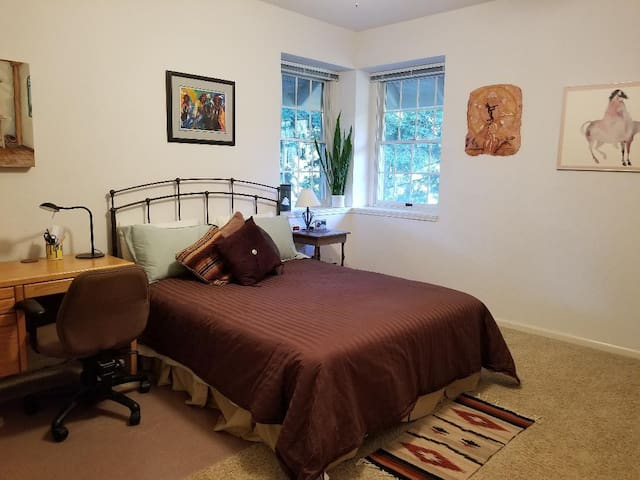 Large Furnished Bedroom/Private Bath in Quiet Home
