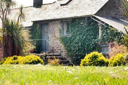 Swallow Barn: Cool Cornish Cottage - Huis