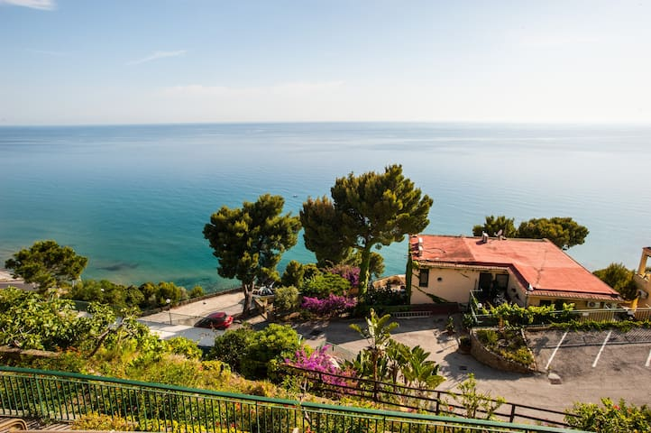 Seaview Apartment with shared pool - san mauro cilento - Pis