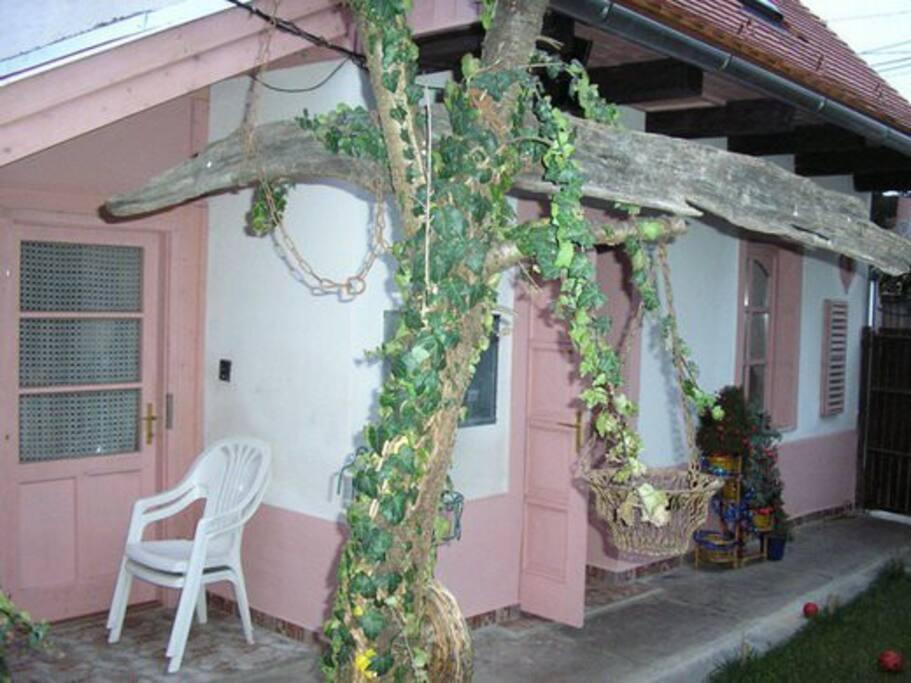 Különálló-Kisebbik ház