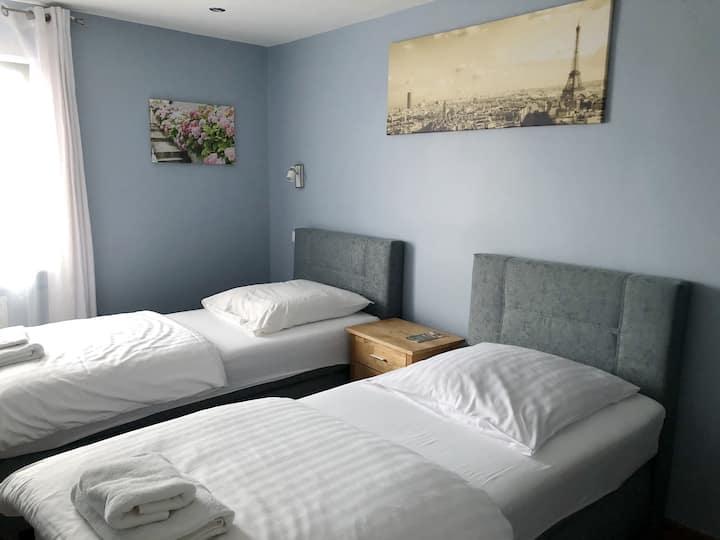 Zweibettzimmer #5 / Twinroom #5