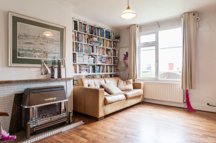 Sunny family home with wifi, Dublin - Cabra - Haus