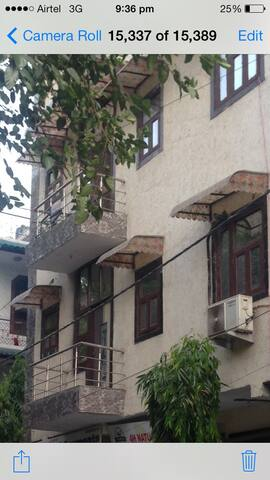 Furnished home for family stay - New Delhi - Leilighet