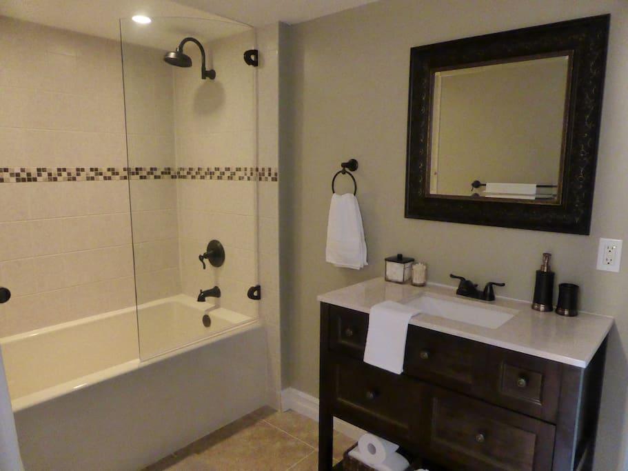 Ensuite spa-like bathroom, Little Luxuries room