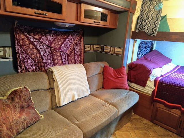 Comfy RV in South Austin