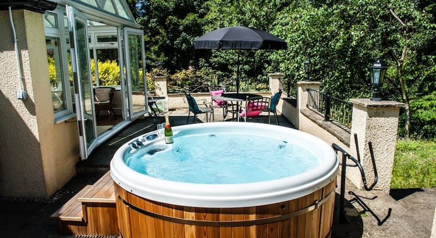 Private Hot Tub at Acorns Garden Apt near Lyme.