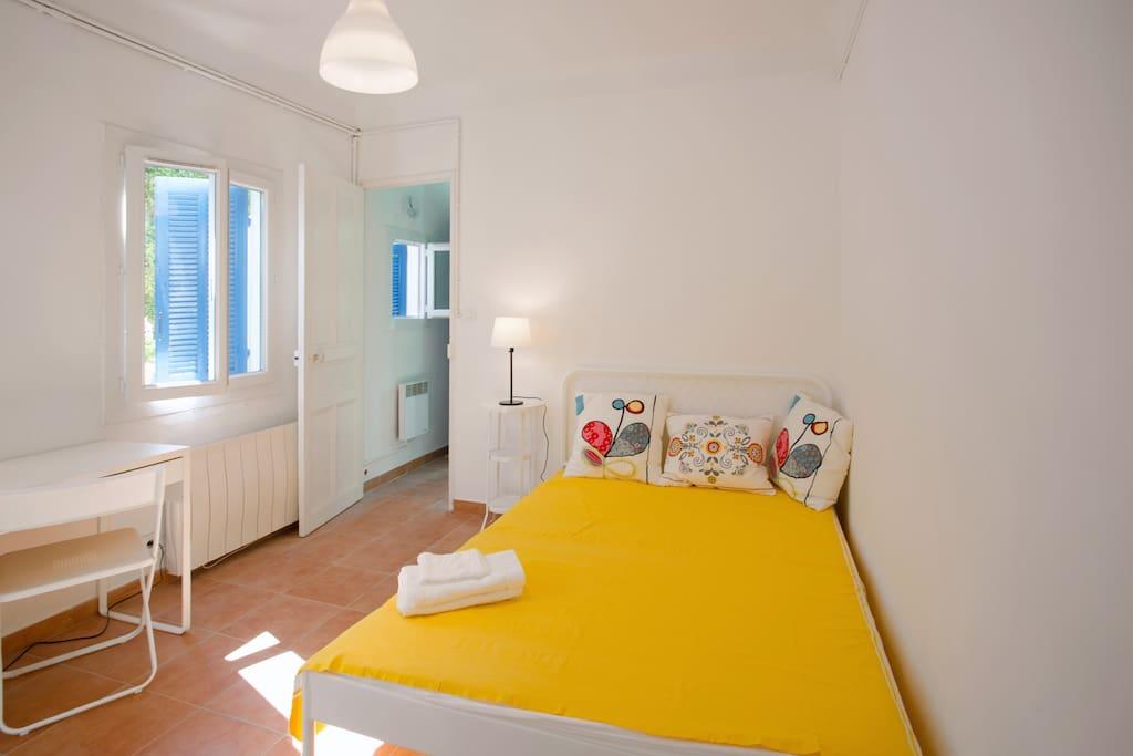 petite maison ind pendante toute proche de la mer maisons louer toulon provence alpes. Black Bedroom Furniture Sets. Home Design Ideas
