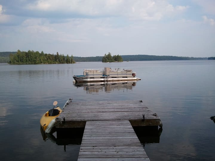 Lakefront: Classic Camp on 10 acres