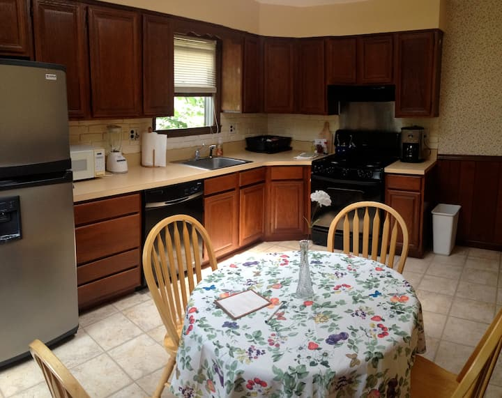 Spacious Apartment Rental in Heart of Oyster Bay