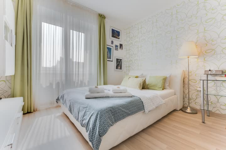 Modern bright apartment close to centre at metro