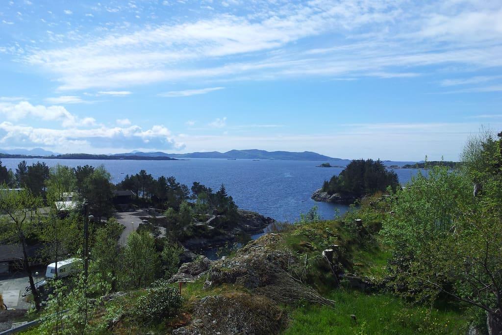 Utsikt mot skipsleia i vest. Our view.