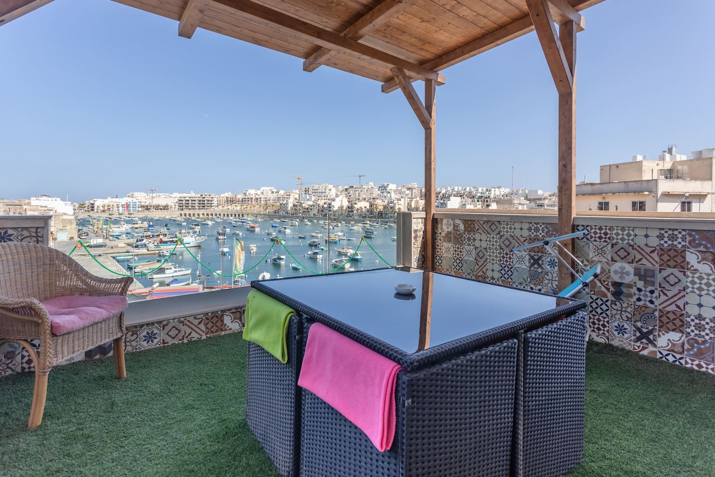 Roof Terrace equipped with BBQ and kitchenette.