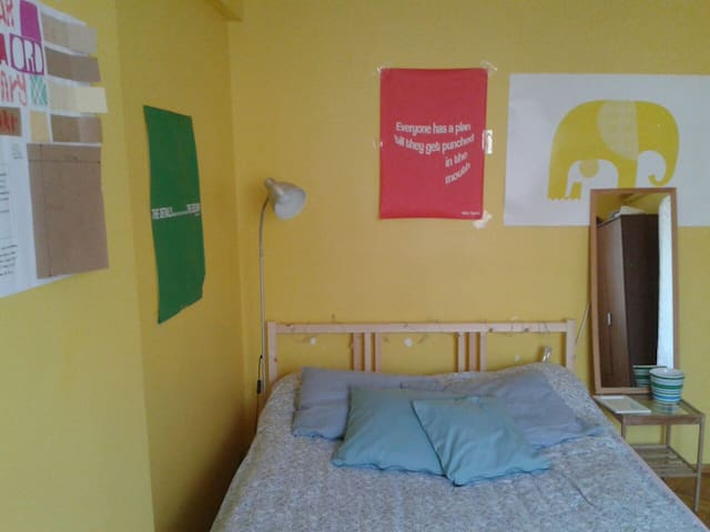Lovely room in a perfect location! - sisli - Bed & Breakfast